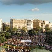 """Miles de personas marchan en Barcelona para reivindicar el """"mandato"""" del 1-O"""