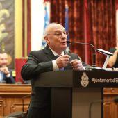 El investigador Francis Mojica en el Ayuntamiento de Elche tras ser distinguido como Hijo Predilecto de la ciudad.