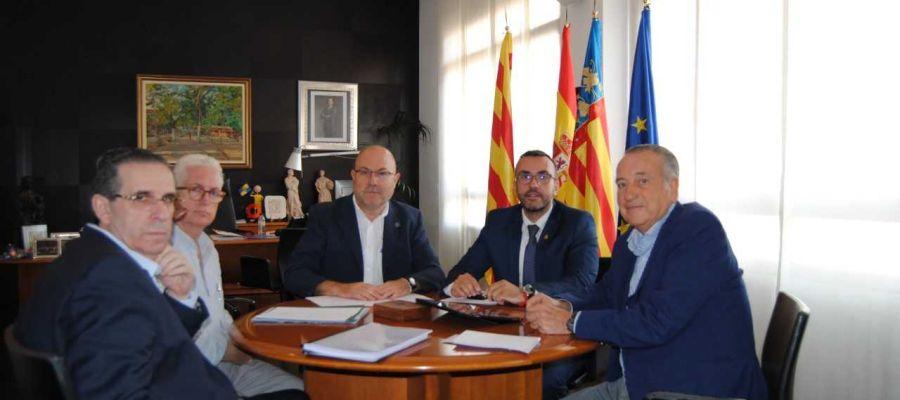 L´alcalde José Benlloch junt amb el regidor de Territori Emilio Obiol i el president del Villarreal Club de Futbol Fernando Roig.