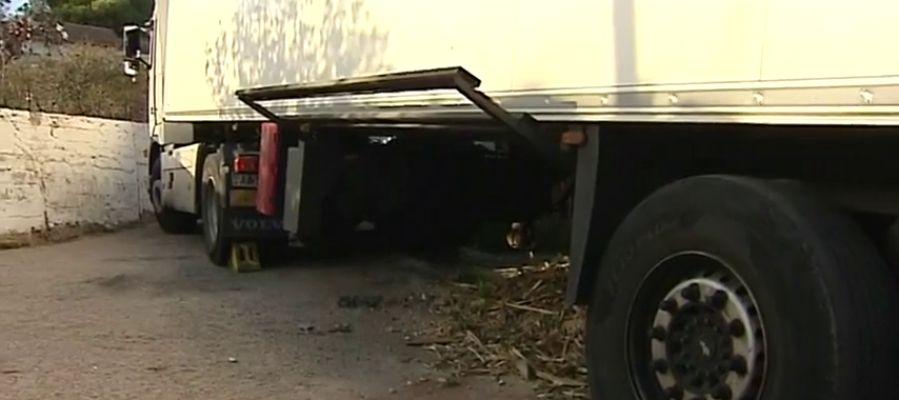 Un camión se ha quedado atascado tras seguir las indicaciones del navegador