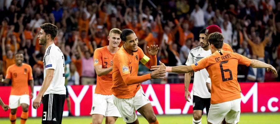Holanda celebra un gol ante Alemania