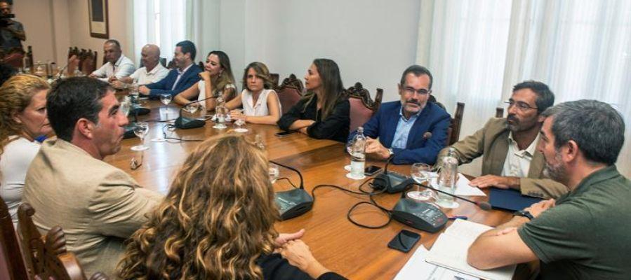Canarias exige al Gobierno de Sánchez el control efectivo de las fronteras ante la inmigración