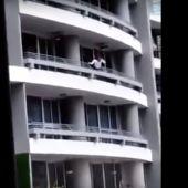 La mujer tras intentarse hacer un selfie