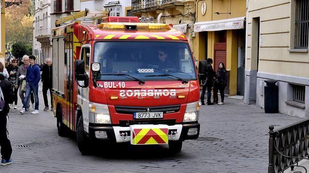 Mueren dos personas a causa de un incendio en una vivienda en Sevilla