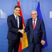 El presidente del Gobierno español, Pedro Sánchez, se reúne con Jean-Claude Juncker