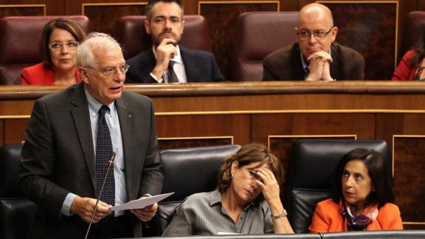 Josep Borrell junto a las ministras Dolores Delgado y Margarita Robles
