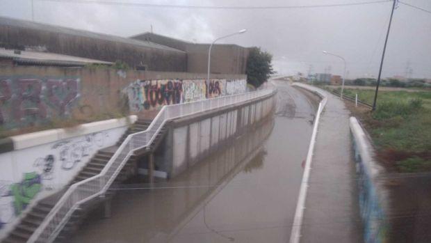 Imatge d´aquest matí del vial d´accés a la carretera de Borriana, ara inundat i tallat al tràfic.