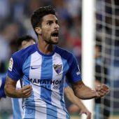 El exfranjiverde Adrián González celebra un gol con la camiseta del Málaga CF.