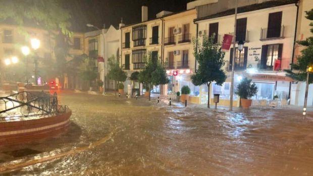 Veinte jóvenes se quedan atrapados en un tejado en Campillos, Málaga