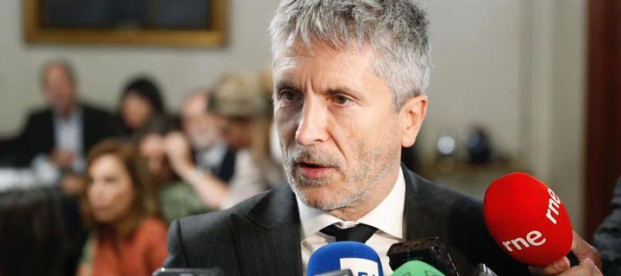 El ministro del Interior, Fernando Grande-Marlaska, atiende a los medios de comunicación.