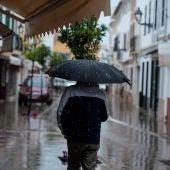 Vista de los comercios cerrados en la localidad menorquina de Es Mercadal
