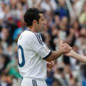 Figo y Zidane, en un momento del encuentro.