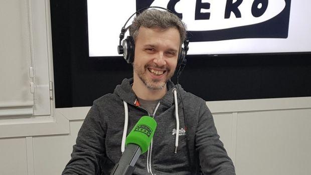 """Juan Gómez - Jurado presenta 'Reina Roja': """"Hacer radio ha cambiado mi forma de escribir"""""""