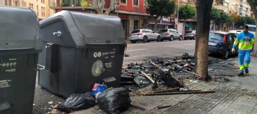 Contenedores quemados en Palma