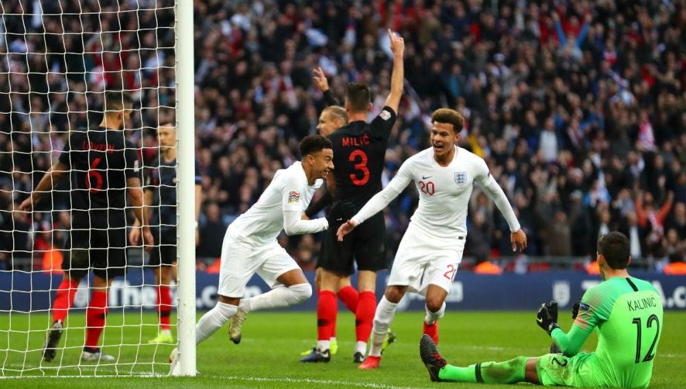 Lindgard celebra un gol con Inglaterra