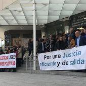 Concentración de profesionales de la Justicia a las puertas de los Juzgados de Plaza de Castilla