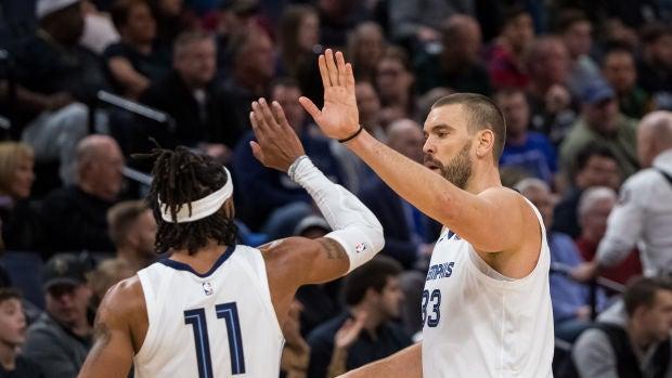 Marc Gasol celebra una canasta ante los Wolves