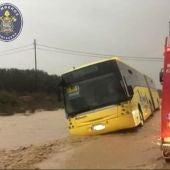 Escolares atrapados en un autobús en Cartagena