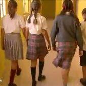 El Parlamento gallego prohibirá que los colegios con uniforme obliguen a las niñas a llevar falda
