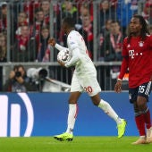Dodi Lukebakio celebra uno de sus goles contra el Bayern