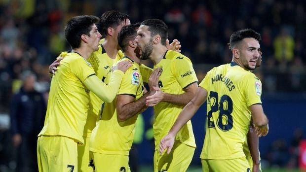 Los jugadores del Villarreal celebran el gol de Gerard Moreno contra el Betis