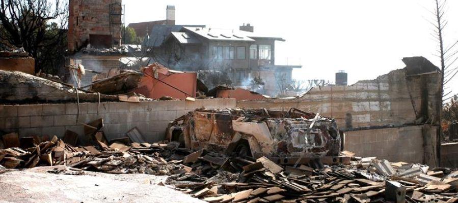 Una vivienda arrasada por el fuego tras el incendio en California