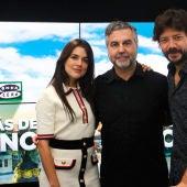 Adriana Ugarte, Carlos Alsina y Álvaro Morte, en Onda Cero
