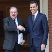 El presidente de la Junta de Castilla y León, Juan Vicente Herrera, se reúne con el presidente del Gobierno, Pedro Sánchez.