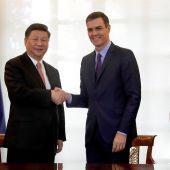 El presidente del Gobierno, Pedro Sánchez y Xi Jinping