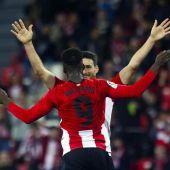 Aduriz y William celebran un gol
