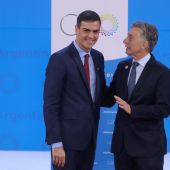 Sánchez junto a Mauricio Macri en la cumbre del G20