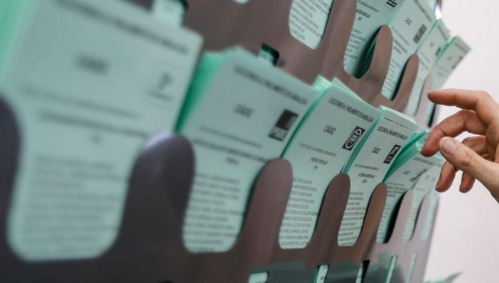 Papeletas electorales en Andalucía