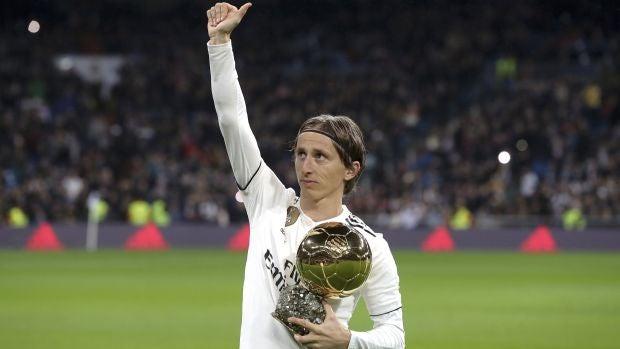 Luka Modric renovó con el Real Madrid hasta 2021 después de ganar el Balón de Oro