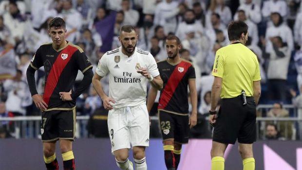 Karim Benzema celebra el tanto marcado ante el Rayo Vallecano