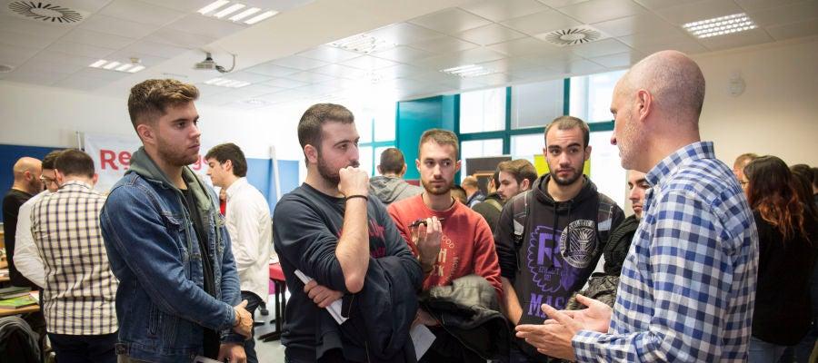 El alumnado del Grado en Ingeniería Informática conoce las empresas donde realizará las prácticas