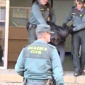 Bernardo Montoya abandona el cuartel de la Guardia Civil para realizar la reconstrucción de los hechos