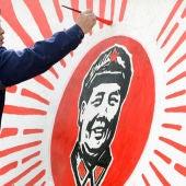 Pintura de con la cara de Mao en unos estudios de cine de Yinchuan (China)