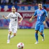 Andrés Iniesta y Fernando Torres, durante un partido entre el Vissel Kobe y el Sagan Tosu