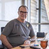 Loco Bielsa, en su oficina del Leeds United.