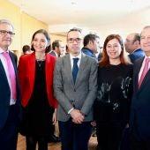 La ministra de Comercio, Industria y Turismo, Reyes Maroto, y Francina Armengol