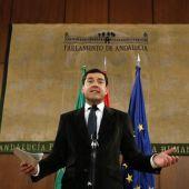 El líder del PP-A, Juanma Moreno, durante su comparecencia ayer en el Parlamento de Andalucía