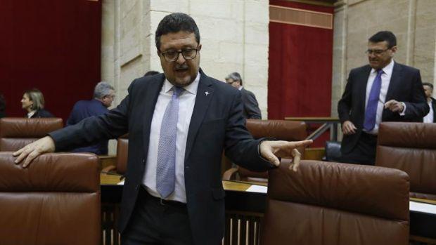 """Francisco Serrano: """"Vox representa a los españoles que estamos hasta el gorro y la gorra del lenguaje inclusivo"""""""