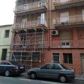 Edificio apuntalado del barrio de Carrús de Elche