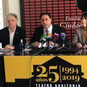 Ángel Mariscal, en el centro, en una imagen de archivo durante una rueda de prensa en el Teatro Auditorio de Cuenca, uno de los escenarios de la SMR