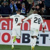 Benzema celebra uno de sus goles ante el Girona