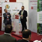 l´Alcalde de Vila-real, José Benlloch junt amb el director de la Càtedra, Juan Carda durant la pasada edició de Cevisama.