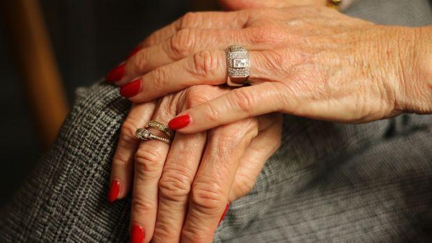 La CEOE alerta de la grave situación de los casi 1.300.000 dependientes en España