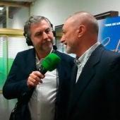 Carlos Alsina durante su conversación con Arturo Pérez Reverte