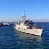 Uno de los cazaminas de la Armada Española entrando al puerto de Santa Pola