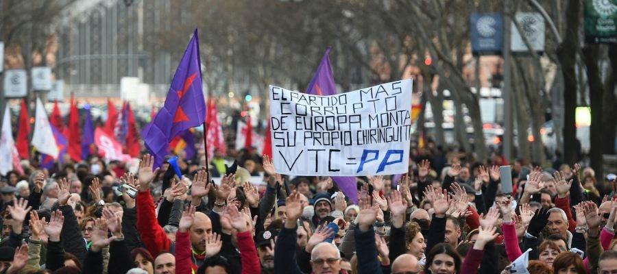 """Los taxistas vuelven a manifestarse en Madrid para mostrar que van a seguir con """"la lucha frente a la privatización del transporte"""""""